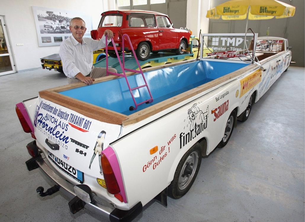 afp.06.07.20. - A legnagyobb trabant rajongók mindenre képesek, ez a gépjármű például egy 300 literes medencével és bárral lett felszerelve