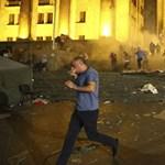 Videó: Véres oroszellenes tüntetés volt a grúz parlamentnél