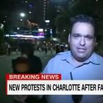 Videó: Élő adásban tarolták le a CNN riporterét