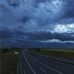 Narancs figyelmeztetés: viharos szél, jégeső, felhőszakadás érkezik