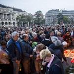 Ma is százak gyújtottak gyertyát Göncz Árpád emlékére – fotók