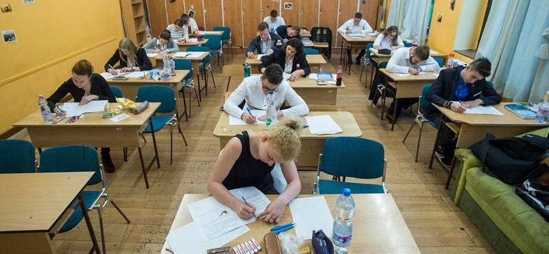 A kormány nem döntött az érettségi elhalasztásáról