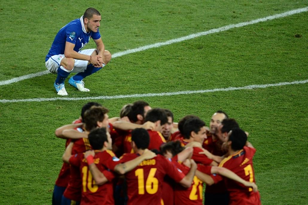2012. júlis 1. - Kijev, Ukrajna: az olasz válogatottat legyőzve Spanyolország győzelmével zárult a 2012-es labdarúgó-Európa-bajnokság. - évsportképei