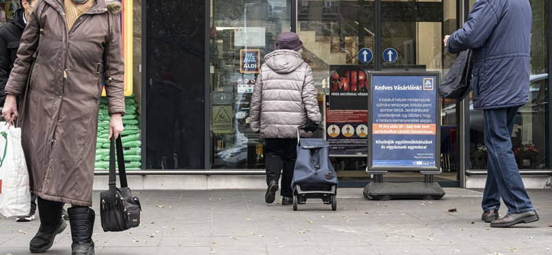 Felfüggeszti a kormány az idősek vásárlási idősávját