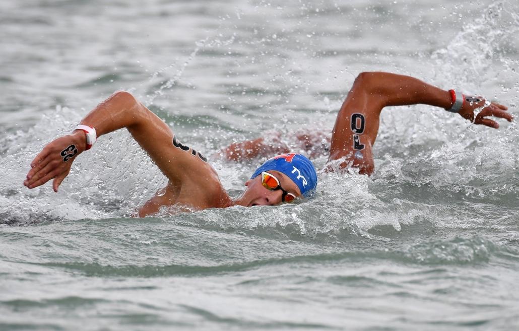 afp.17.07.15. - Az aranyérmes francia Marc-Antoine Olivier a férfiak 5 km-es nyíltvízi versenyén Balatonfüreden július 15-én. - fina vizes vb