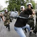 Könnygázt is bevetettek az athéni tüntetők ellen