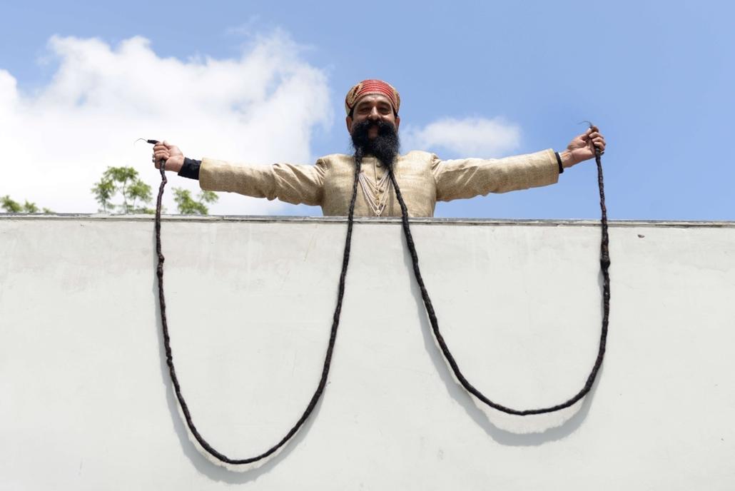 afp.14.09.24.- Ahmedabad, India: Ram Singh Chauhan és tizennyolc méter hosszú bajsza - 7képei