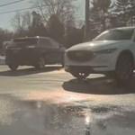 Elindult magától a Tesla, egy másik autós azt hitte, elszabadult, így megpróbálta megállítani