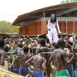 Folytatódik az afrikai Operafalu építése