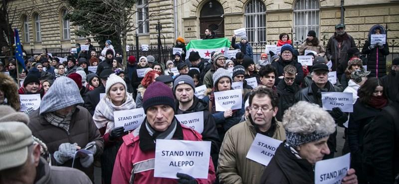 """""""Élőben nézhetünk végig egy népirtást, és nem teszünk semmit"""" - Aleppóért tüntettek Budapesten"""