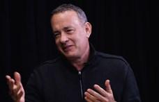 Tom Hanks belefutott egy születésnapi buliba és énekelt egyet az ünnepeltnek