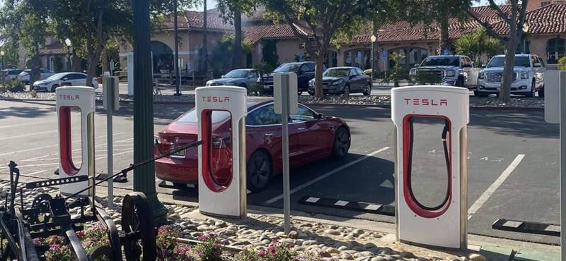 A világ legnagyobb Supercharger állomását építi Kaliforniában a Tesla