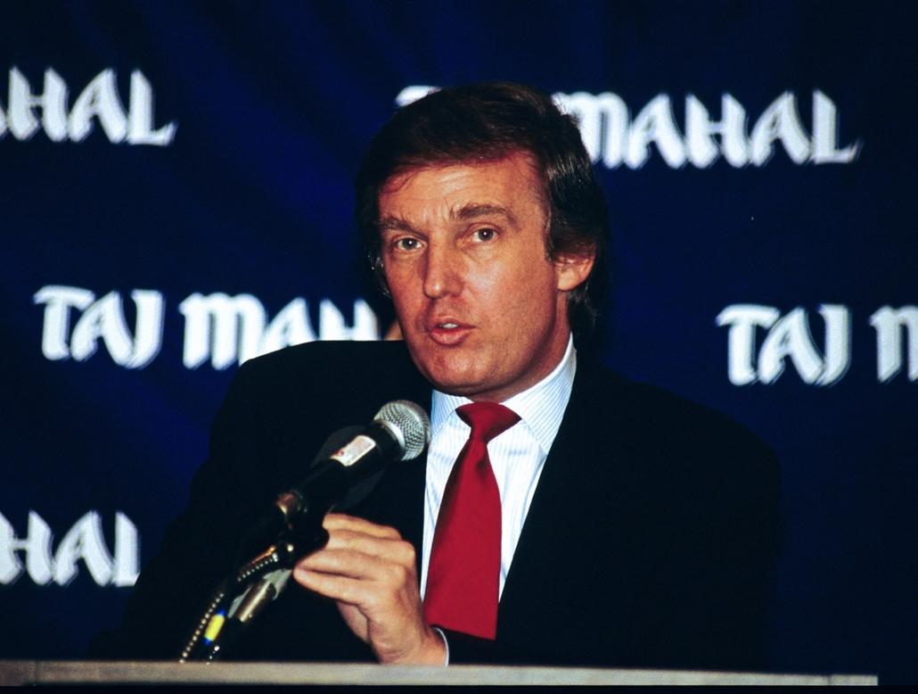 afp.89.03.01. - Washington, USA: Donald Trump az újonnan épülő Trump Taj Mahal Hotel egyik sajtótájékoztatóján 1989 márciusában. - Donald Trump nagyítás