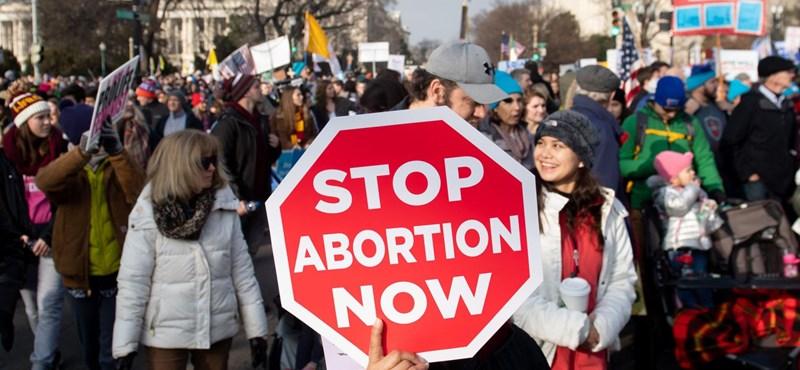 """""""Az abortusz diszkrimináció"""" - így érveltek egy pesti abortuszellenes konferencián"""