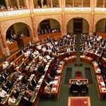 A lopás legalizálása, az alkotmányozás szégyene: reagáltak az ellenzéki pártok az alkotmánymódosításra