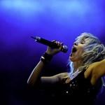 Símaszkos, pitbullos új dalt hozott ki a Péterfy Bori & Love Band – video