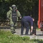 Útzár a 74-esen Győrvárnál, lövedéket semmisítenek meg