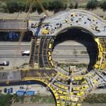 Így néz ki alulról a 47-esen épülő óriási körhíd – fotók