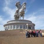 Kilenc röhejes köztéri szobor