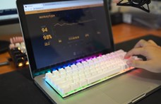 Videó: Megunta a MacBook rossz billentyűzetét a videós, sajátot épített lapoptjába
