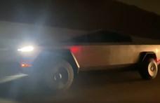 Az éjszakai autópályán bukkant fel a Tesla Cybertruck – videó