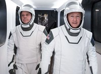 Ugyanaz tervezte a Crew Dragon űrhajósainak ruháját, mint aki Batmanét