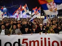 Hazug hatalom, elszánt tüntetők - magyaros hangulat Belgrádban