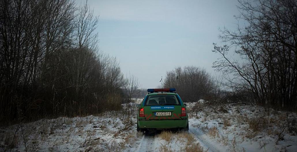 Őrjáraton a röszkei határszakaszon - embercsempészek, menekültek, illegális határátlépés, határőrség, rendőrség,