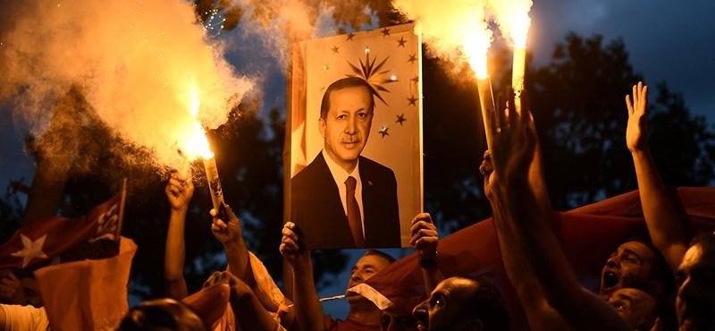 Nem állnak le, újabb hajtóvadászat indult Törökországban a 2016-os puccskísérlet miatt