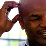 Mike Tyson saját magát ütötte ki egy tévéműsorban