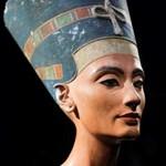 Tutanhamon sírjában van Nofertiti is?