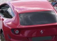 A Ferrari FF sem szeret a vízen úszni, a sofőr mégis megpróbált vele - videó