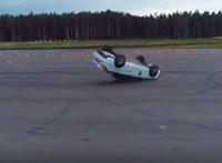 Videó: hatalmas borulás lett a Lada Vesta rendőrségi bemutatójának vége