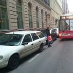 Önfeledt teherautós miatt kellett átszervezni a troliközlekedést