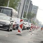 Még rosszabb lesz közlekedni: újabb szakaszon indul a Róbert Károly körút felújítása