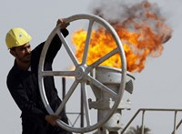 Egy kisvárosnyi embert küld el a Shell, miközben klímabarátabb működésre áll át