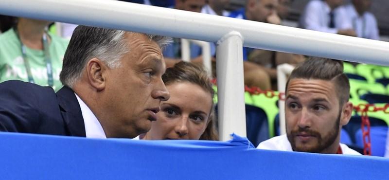 Orbán a pólómeccset Schmitt Pállal és Hosszúékkal nézte - fotók