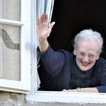 Helyére tették a kiváló egészségnek örvendő dán királynő üvegszarkofágját