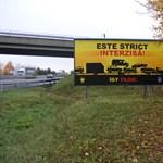 Plakátokkal próbálja megfékezni a horrorkaravánokat a rendőrség