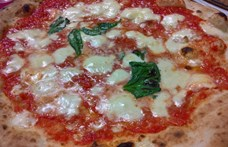 Bomba robbant az egyik leghíresebb nápolyi pizzéria előtt