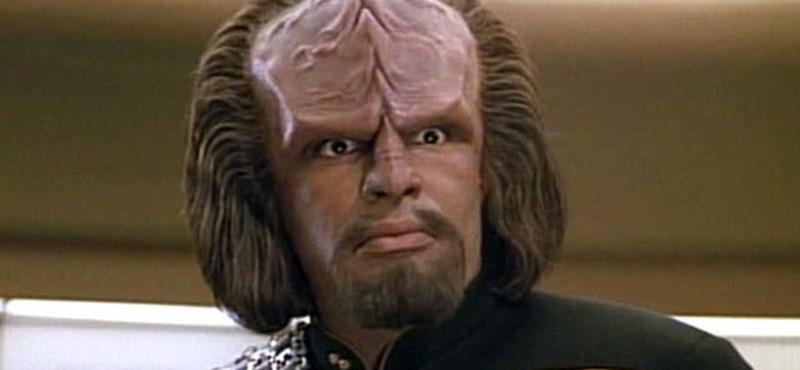 Íme a fiú, akinek a klingon az anyanyelve