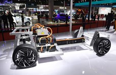 Hamarosan eldől, melyik fajta akkumulátoré a jövő az e-autókban