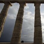 Nemzetközi lapok: nem ért véget a történet az újabb görög mentőcsomaggal