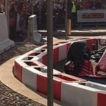 Vettel jól beégett: odacsapta a Ferrariját egy utcai bemutatón – videó