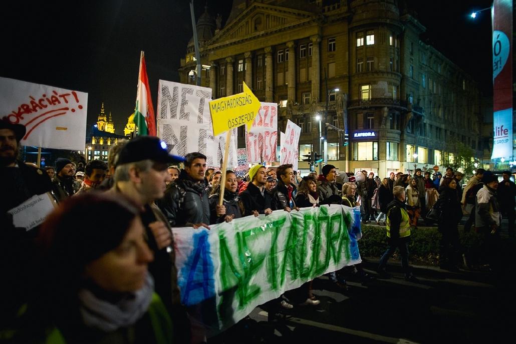 szb.14.10.28. - második tüntetés az internetadó ellen