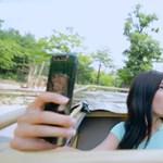 Így lesz látványos a szelfi: videó a Samsung Galaxy A80 forgatható kamerájáról