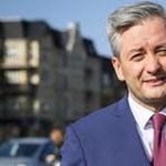 Meleg, ateista és baloldali – ő lehet a most újraszerveződő lengyel bal elnökjelöltje