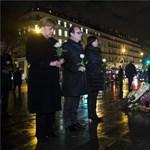 Fotó: Merkel és Hollande együtt tisztelgett a párizsi áldozatok előtt