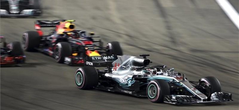 Hamiltoné a pole pozíció