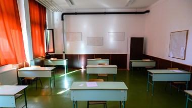 71 ezer forintot kell fizetnie egy 150 ezer forintból élő pedagógusnak, hogy újra taníthasson